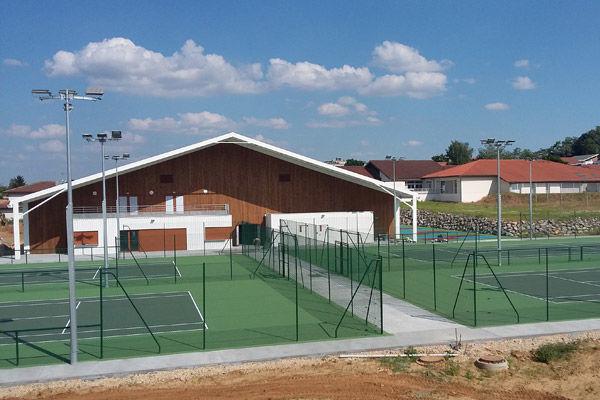 Charmant Saint Pierre Du Mont: Une Double Membrane Pour Les Tennis Couverts